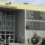 Vista del frente de la Facultad de Ciencias Económica de la UNC
